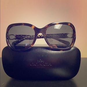 Coach HC8238 50787 women's sunglasses